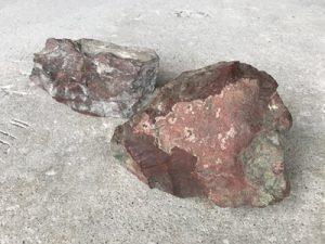 佐渡の赤石